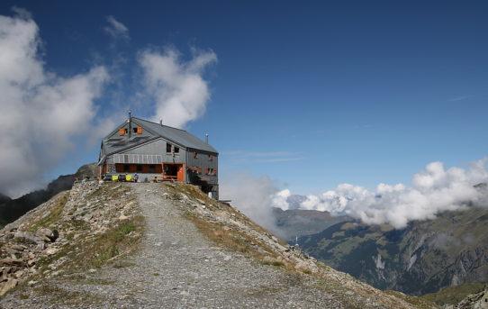 Cabane F.X. Bagnoud Panossières (2'641 m)