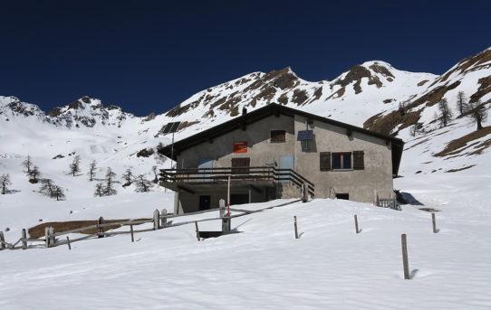 Capanna Piandios (1'860 m)