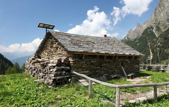 Piz Giümela (2'445 m) + Rifugio Alpe di Giümella (1'862 m)