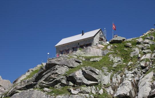 Gelmerhütte (2'412 m) + Gelmersee (1'849 m)